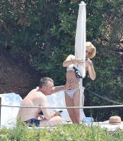 https://t10.pixhost.to/thumbs/118/44204162_42861528_gillian-anderson-wearing-a-bikini-on-vacation-in-portofino-italy-21-06.jpg