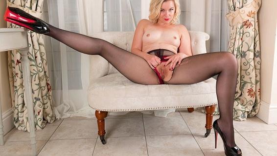 pantyhosed4u-17-06-28-anna-belle-get-horny-at-home.jpg