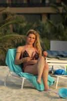https://t10.pixhost.to/thumbs/155/44874694_michelle-hunziker-bikini-candids-in-dubai-april-11-32-pics-10.jpg