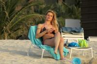 https://t10.pixhost.to/thumbs/155/44874845_michelle-hunziker-bikini-candids-in-dubai-april-11-32-pics-13.jpg
