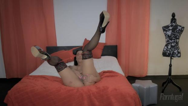 porntugal-16-04-01-sonia-kel-analized-oporto-style.jpg