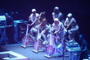Ariana Grande Performing in Rio de 17