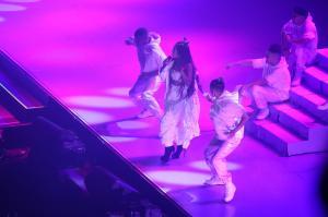 Ariana Grande Performing in Rio de 101